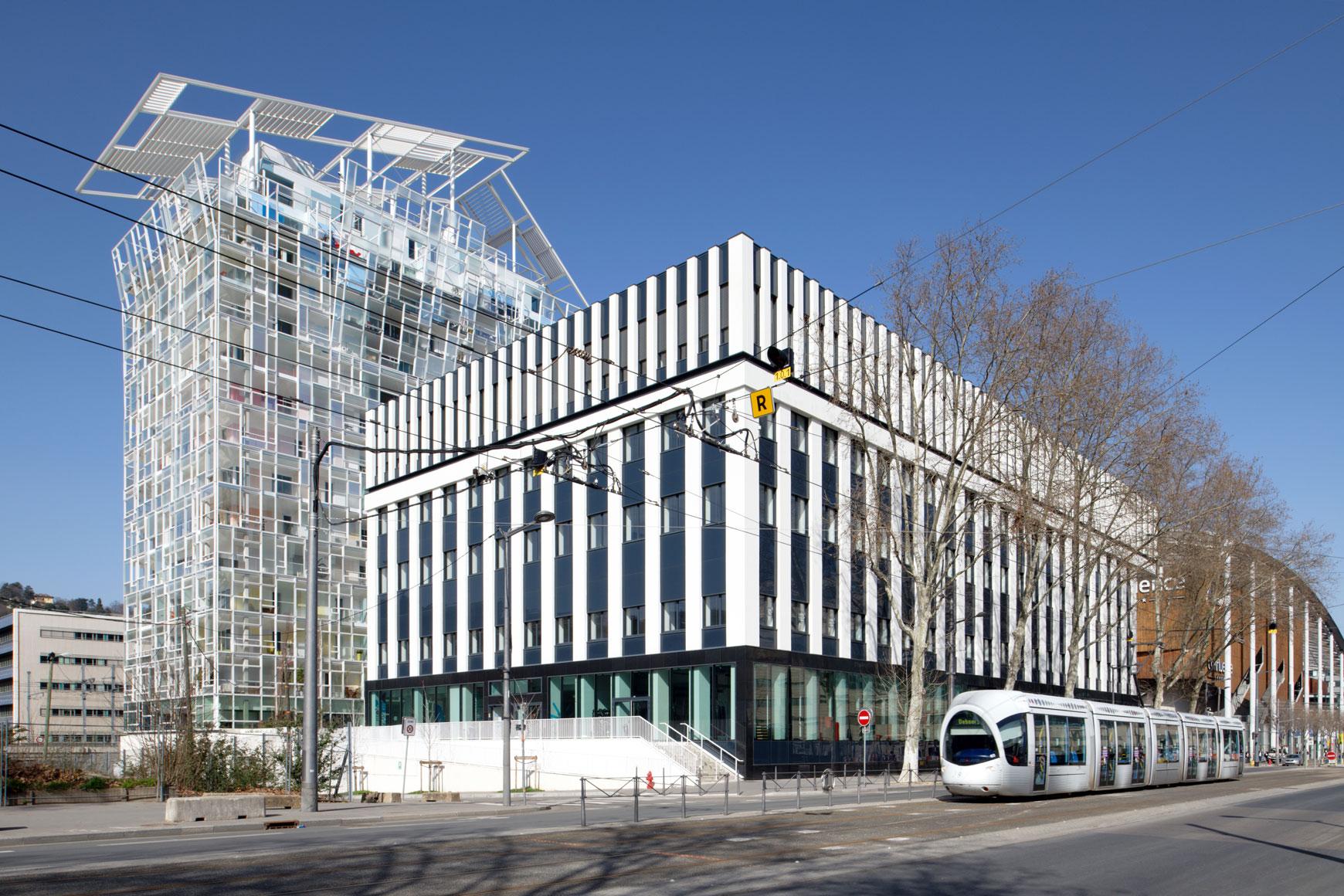 King Charles : restructuration lourde et surélévation d'un niveau d'un bâtiment de bureaux et commerces à Lyon 2e. Agence SOHO ATLAS IN FINE
